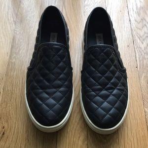 Steve Madden • ECENTRCQ BLACK quilted slip-ons